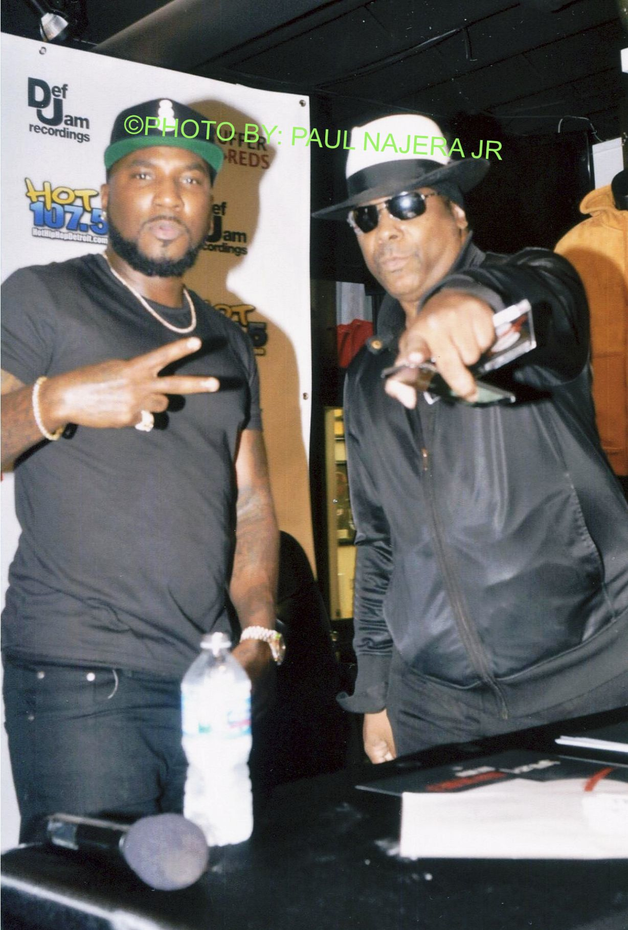 Young_Jeezy_taken_picture_with_fan__2_.jpg